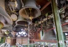 Viele hängende Glocken