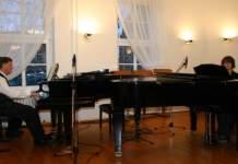 Das Klavierduo Hans-Georg Kohlert und Jens Nedeß bei einem vergangenen Duoabend in der Musikschule.