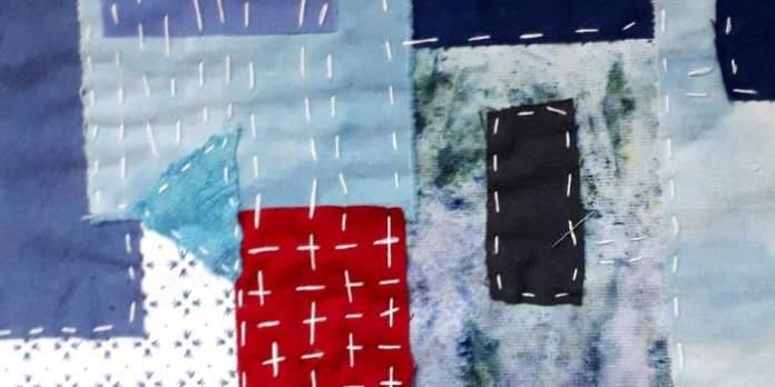 geheftete Flicken in Blau und Rot