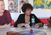 drei Damen beim Spielen