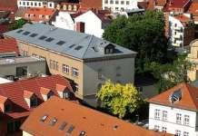 Ansicht des Gebäudes der Volkshochschule von oben
