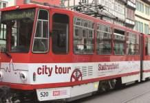 Eine Straßenbahn mit der Aufschrift Citytour