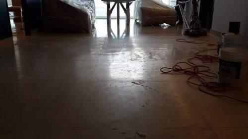Lavado de piso de mármol