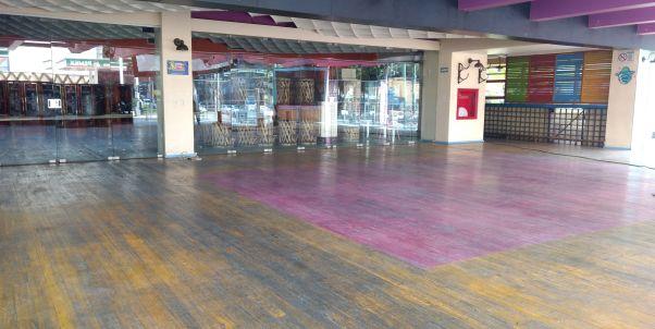 pulido de piso de madera en cantina México
