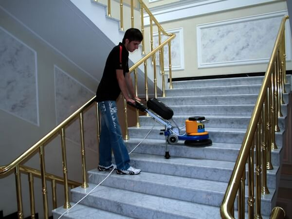 pulido de pisos sin contaminantes en escaleras
