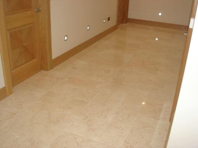 pulido y brillado de piso de mármol crema marfil