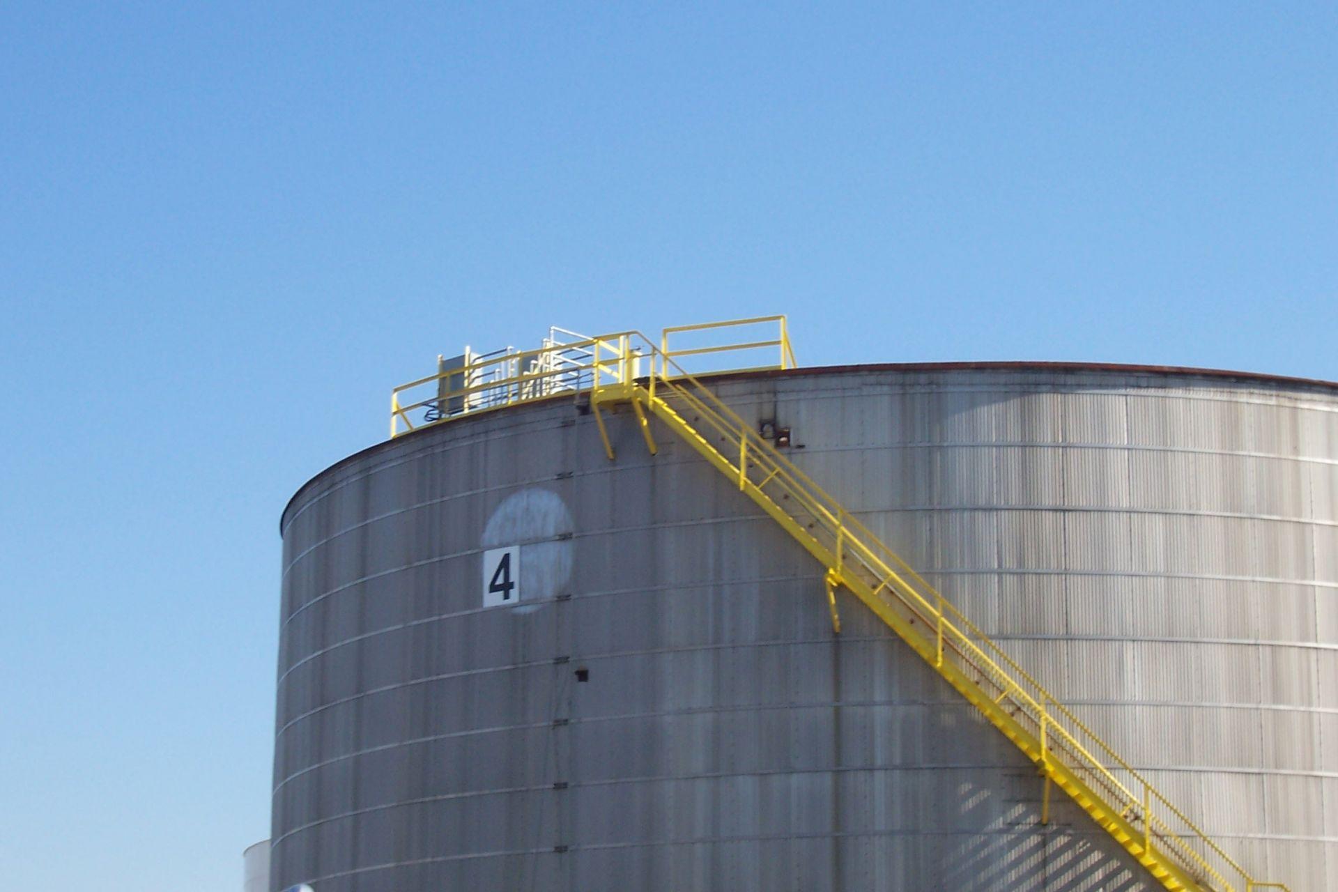 Large tank mixing
