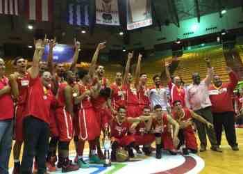 Gallos se coronan campeones del baloncesto universitario