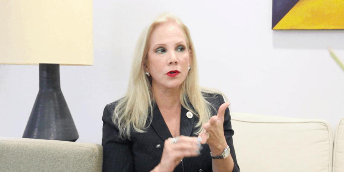 Nivia Fernández presenta plan de trabajo para presidencia UPR