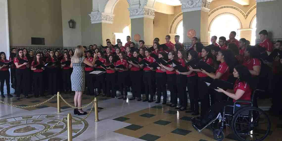 Coro de la IUPI ofrece concierto en la Torre