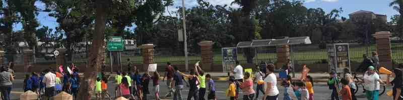 Estudiantes marchan por falta de electricidad en su escuela