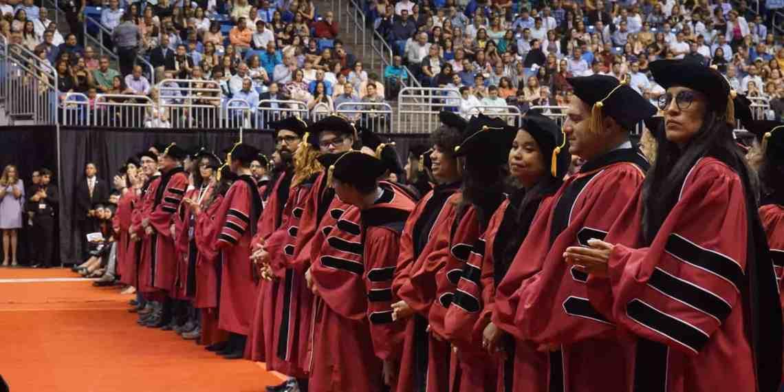 La IUPI gradúa a más de 2,000 alumnos