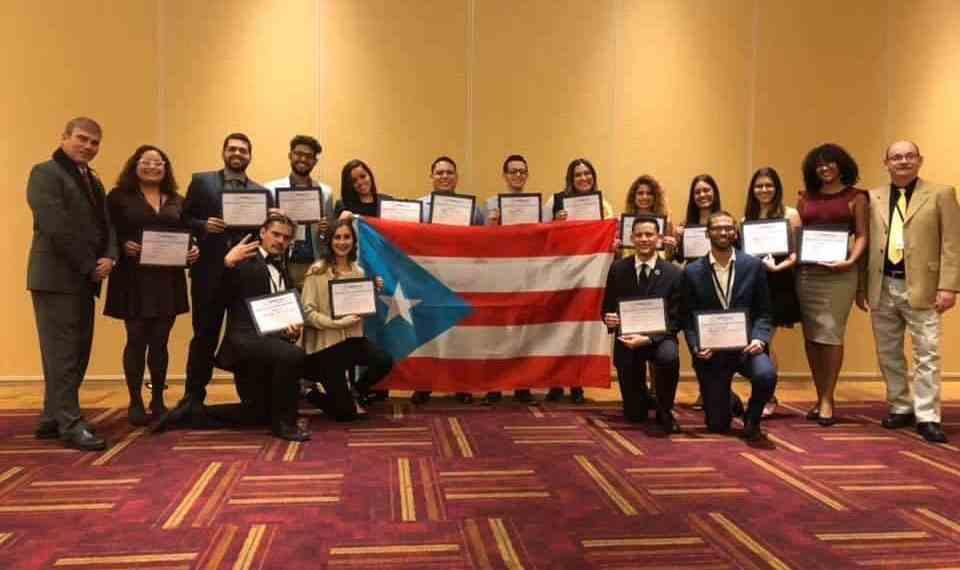 Estudiantes de Ciencias Naturales ganan importantes premios en Indiana