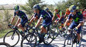 Andrey Amador siempre estuvo en los primeros puestos del pelotón, pero a falta de dos vueltas abandonó la carrera. (Movistar Team) (Pie de foto e imagen desde portal www.nacion.com)