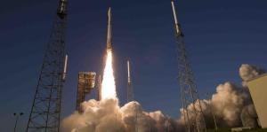 La sonda espacial OSIRIS, nombre del dios de los muertos en el antiguo Egipto, fue lanzada el 8 de septiembre para estudiar y recoger una muestra de un asteroide cerca de la Tierra. (NASA / Joel Kowsky) (Pie de foto e imagen desde portal www.elnuevodia.com)