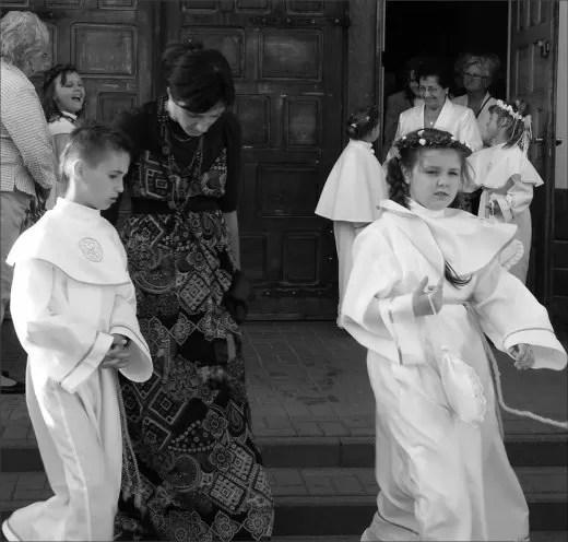Zdjęcia w parafii św. Trójcy zostały wykonane w dniu I Komunii Świętej, natomiast w kościele Chrystusa Króla – w tzw. białym tygodniu.