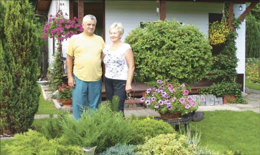 Barbara i Jan Suprunowicz w ogrodzie czują się najlepiej.