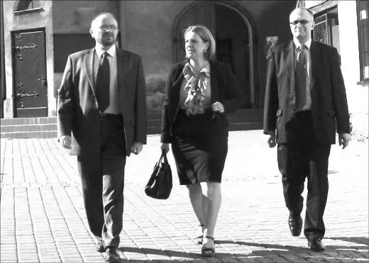 Elżbieta Jakubiak w towarzystwie kandydatów do Sejmu, Dariusza Kuczmarskiego (pow. wejherowski) i Marka Makowskiego (Gdynia).