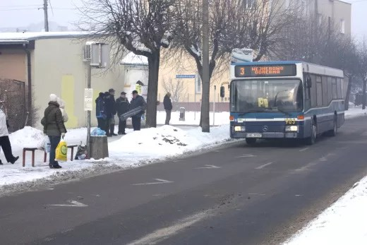 Pracownicy MZK starają się, żeby autobusy jeździły punktualnie, a pasażerowie nie marzli na przystankach.