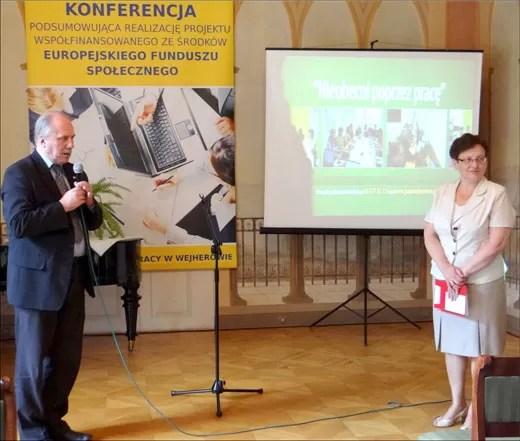 Podczas dyskusji dyrektor Powiatowego Urzędu Pracy w Wejherowie, Grażyna Sobieraj zbierała pochwały i gratulacje za realizację projektu od gości. Z uznaniem o projekcie mówił m.in. dyrektor PUP w Pucku, Zygmunt Orzeł (na zdjęciu razem z Grażyną Sobieraj).