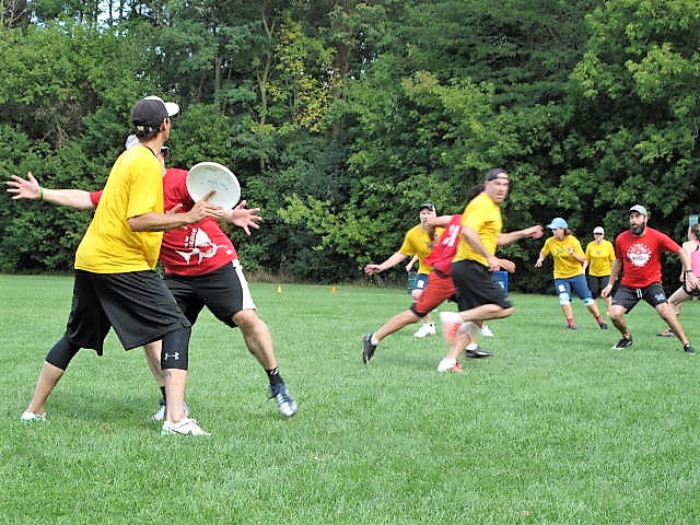 Kyle throwing the disc