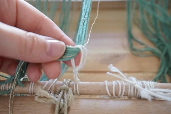 attache des fils de chaine à l'ensouple avant du métier à tisser 3