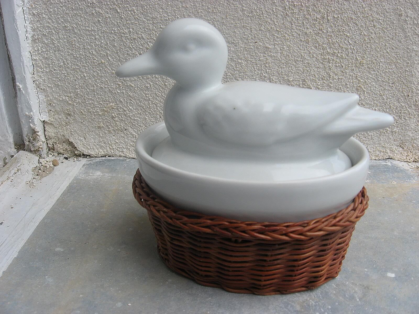 White porcelain duck mini casserole dish in basked_A_PumpjackPiddlewick