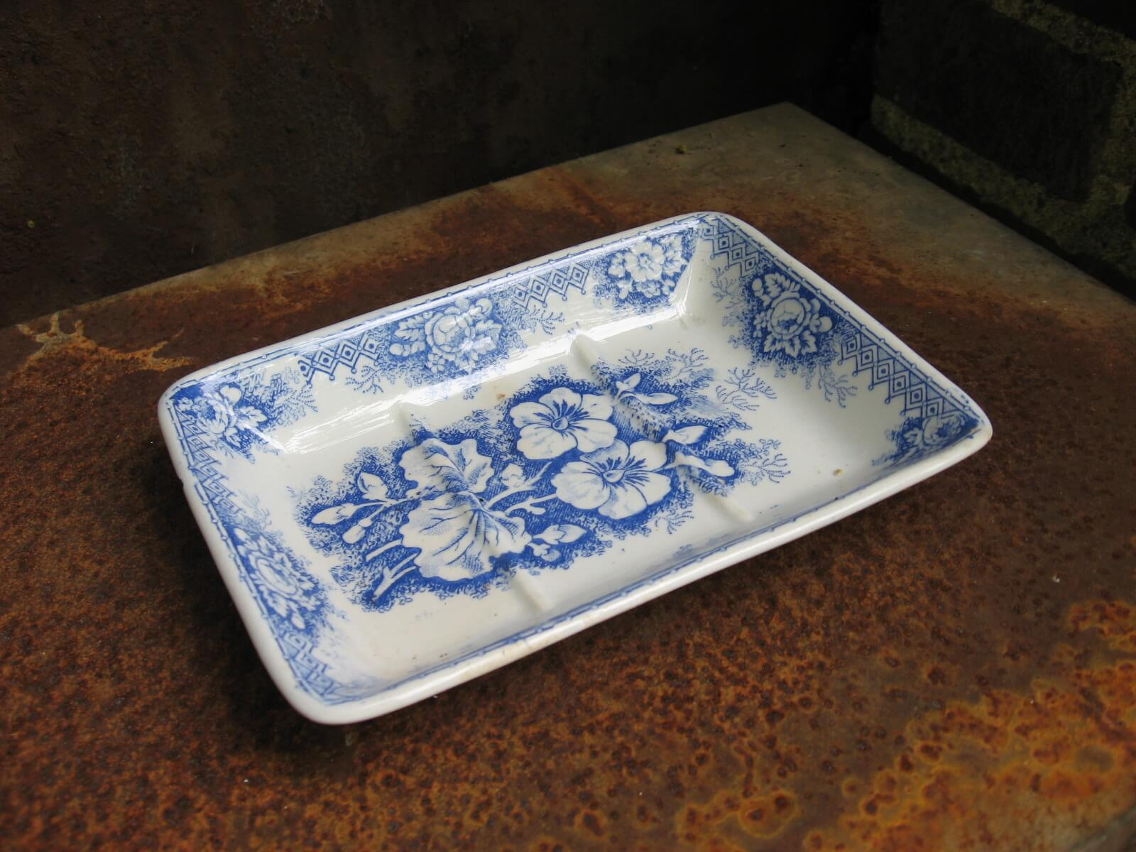 soap dish blue white jardiniere hamage nord at PumpjackPiddlewick