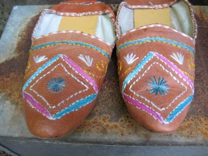 Moroccan babouches slippers with embroidery at PumpjackPiddlewick