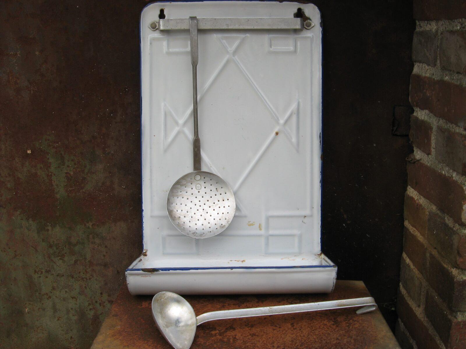 French white enamel utensil drainer at PumpjackPiddlewick