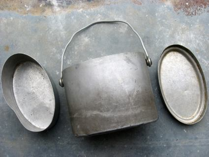 Army aluminium mess kit at PumpjackPiddlewick