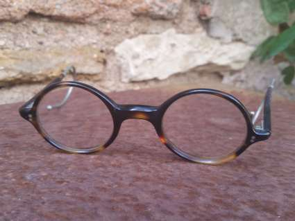1920s round bakelite eyeglasses at PumpjackPiddlewick