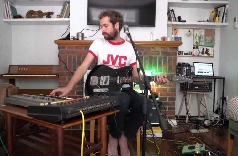 GUM – Don't Let It Go Out (Live in the Living Room)