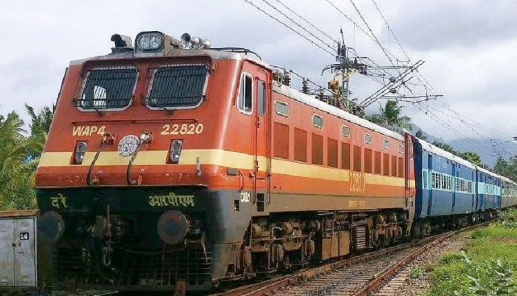 Pune Railway Division | After the ticket inspector provided first aid immediately, the 2-year-old's breath returned