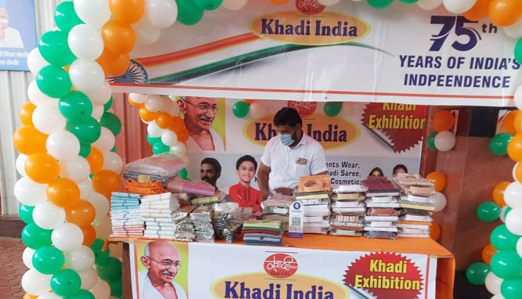 Independence Day | Khadi and Handloom Exhibition at Pune Railway Station