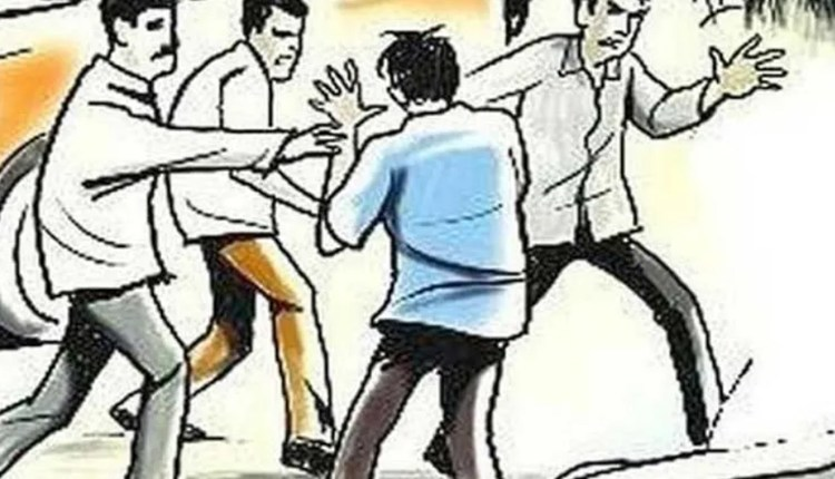 pune-crime-the-mob-beat-him-up-and-vandalized-him-saying-what-makes-him-famous-incident-at-warje-malwadi News in hindi