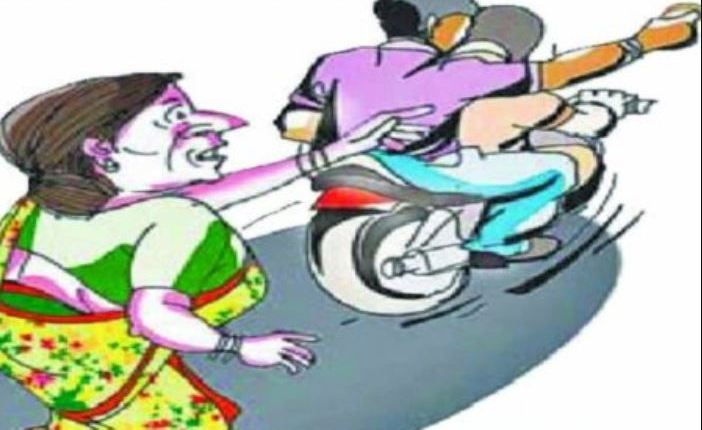 pune-crime-the-thief-cleaned-the-one-lakh-bangle-with-the-hand-of-the-woman-near-shanipar