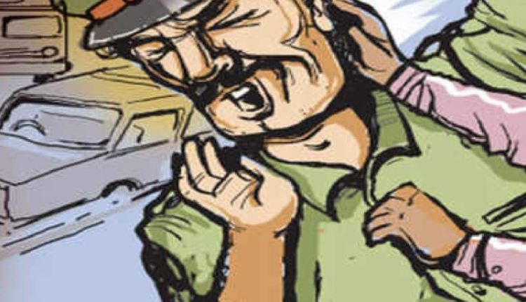 pune-police-asked-pull-over-driver-grabbed-psi-collar