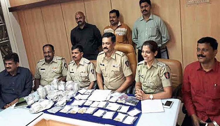 Pune Crime   61-lakh-looted-from-maids-house News in hindi
