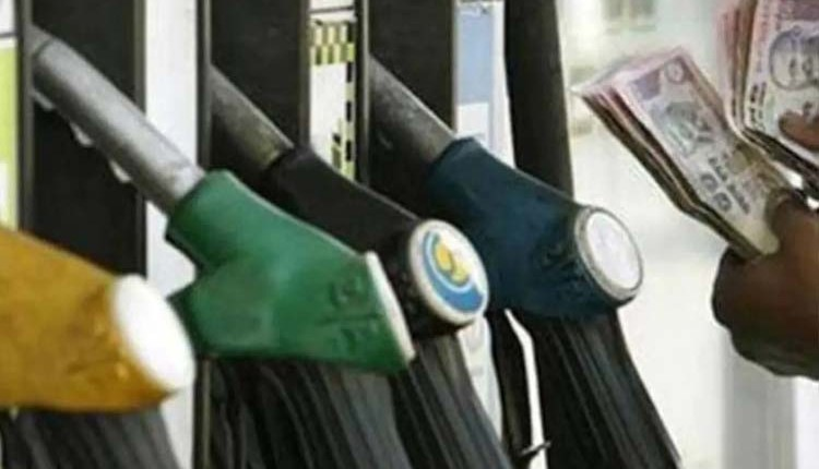 Pune Crime   Embezzlement of Rs 13 lakh deposited at a petrol pump in Mundhwa, Pune