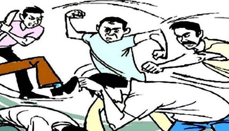 Pune Crime | In Chakan, Pune, two people got married after running away and the family members clashed with each other in the meeting here News in hindi