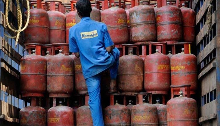 LPG Cylinder Price Hike   LPG cylinder prices hiked again, know new prices