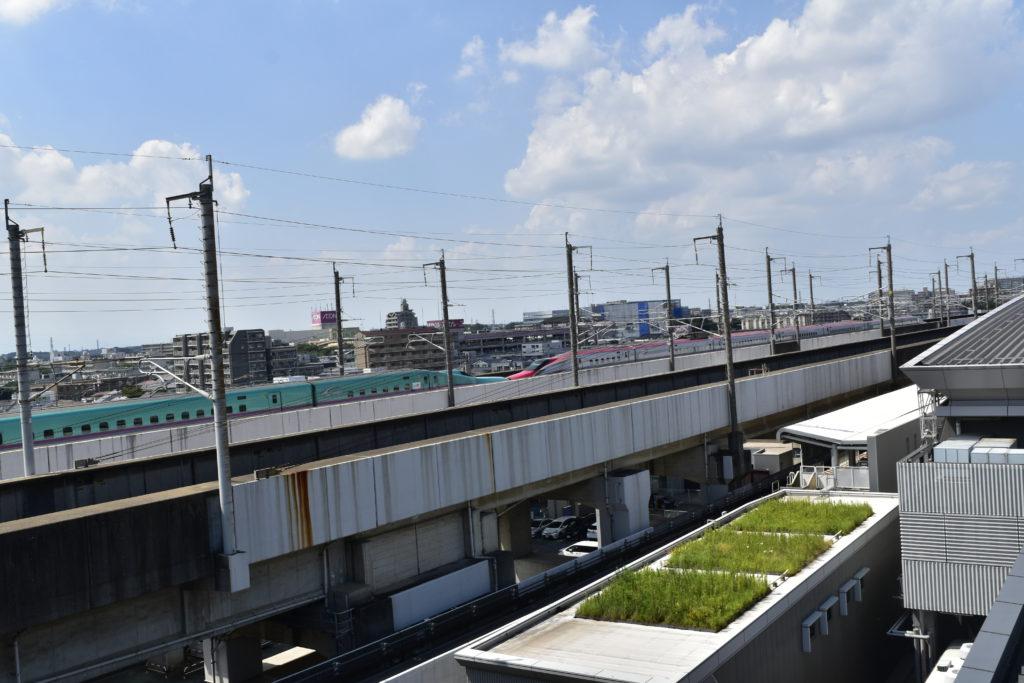 屋上から見た新幹線