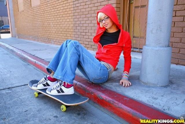 emma mae skater chick girl skate pure18 tattooed inked glasses