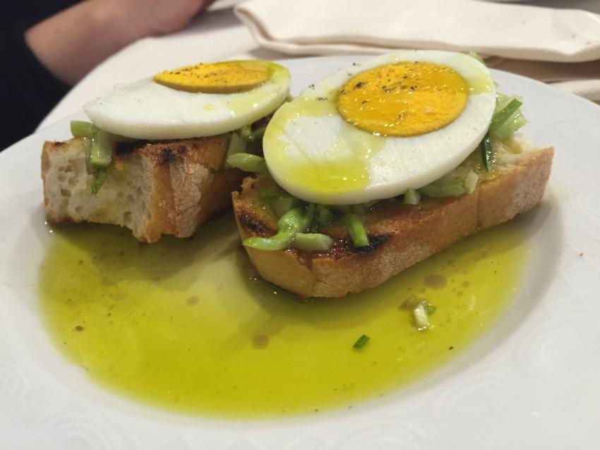 Osteria del Velodromo Vecchio: bruschetta con puntarelle e uova