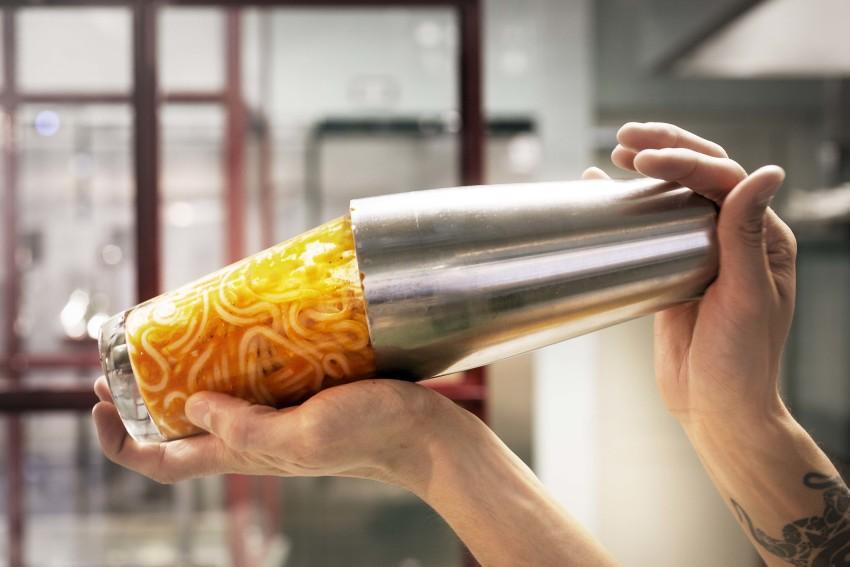 Mama Pasta shaker 1