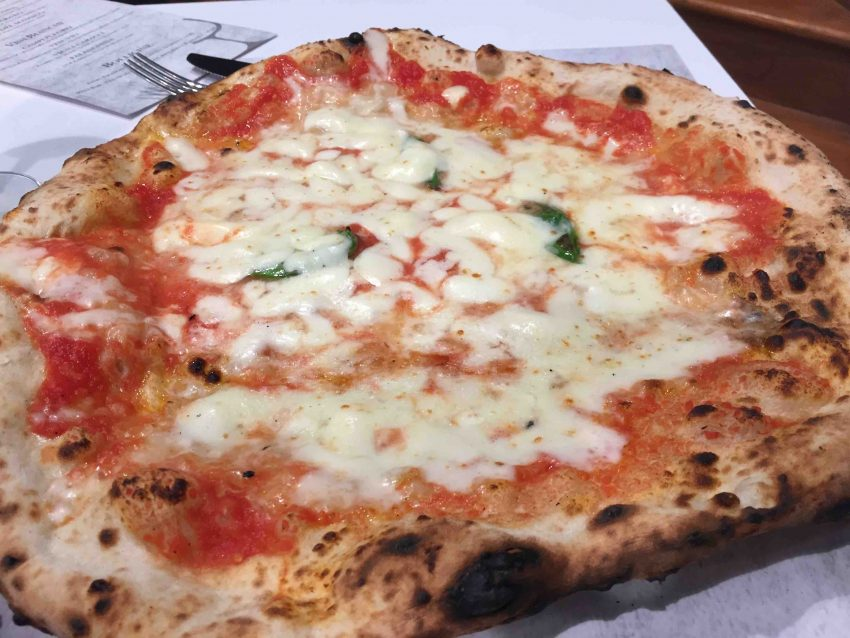 antica-pizzeria-da-michele-roma-margherita-mozzarella