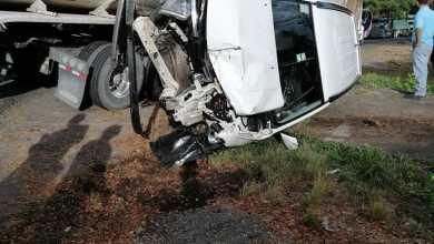 Photo of Colisión de trailer y vehículo deja dos heridos en Sardinal de Puntarenas