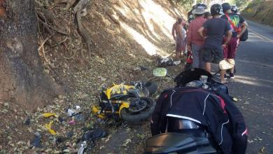 Photo of (VÍDEO) Motociclista derrapa y muere