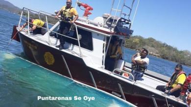Photo of Bomberos rescatan pescadores en el Golfo de Nicoya